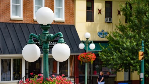 Downtown Lewisburg lamp posts