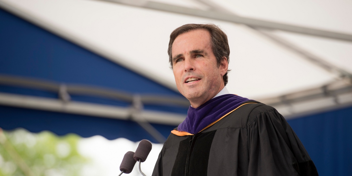 Bob Woodruff speaking at Commencement